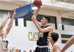 Butler sophomore Ethan Morton (25) has been offered a scholarship by new Pitt coach Jeff Capel.