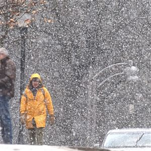 The snow starts to fall on the Carnegie Mellon University campus along Frew Street in the Oakland.