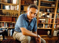 Ralph Peters in his library in 2002.