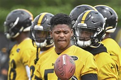 Pittsburgh Steelers linebacker Devin Bush goes through drills during Mini Camp Thursday, June 13, 2019, at the UPMC Rooney Sports Complex, Pittsburgh.