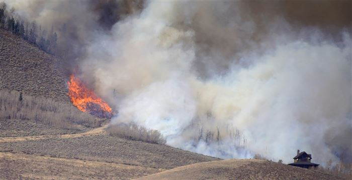 Colorado wildfire grows by more than 100,000 acres in a day, forcing hundreds to flee